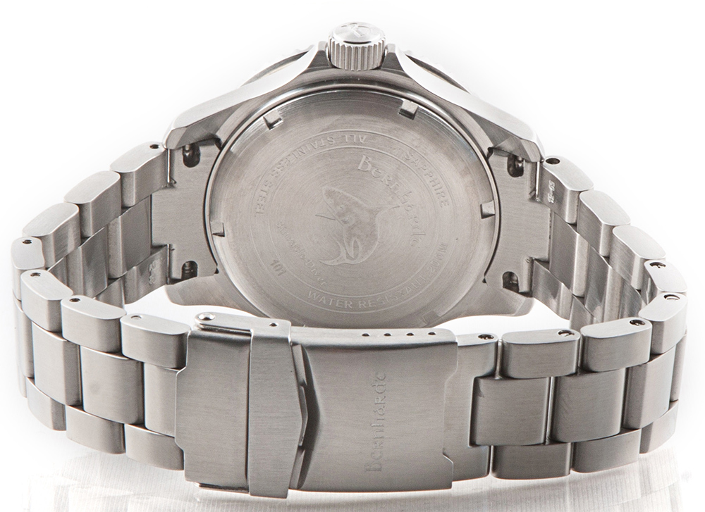 Bernhardt binnacle diver review - bracelet