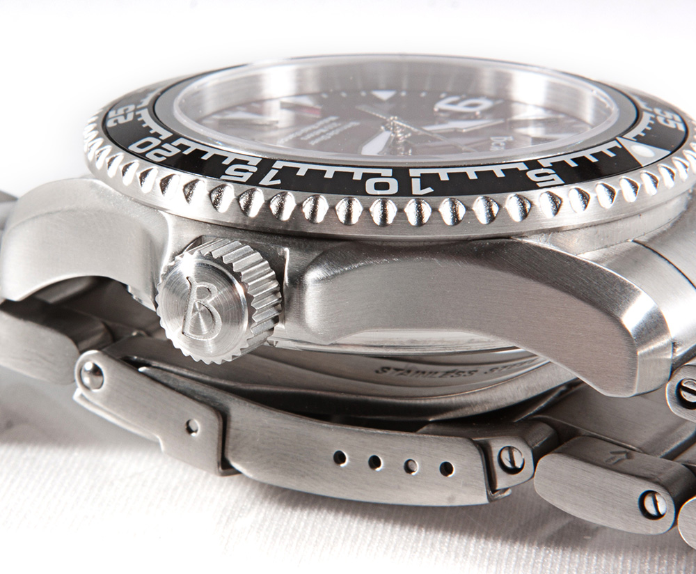 bernhardt binnacle diver review - crystal bezel case crown