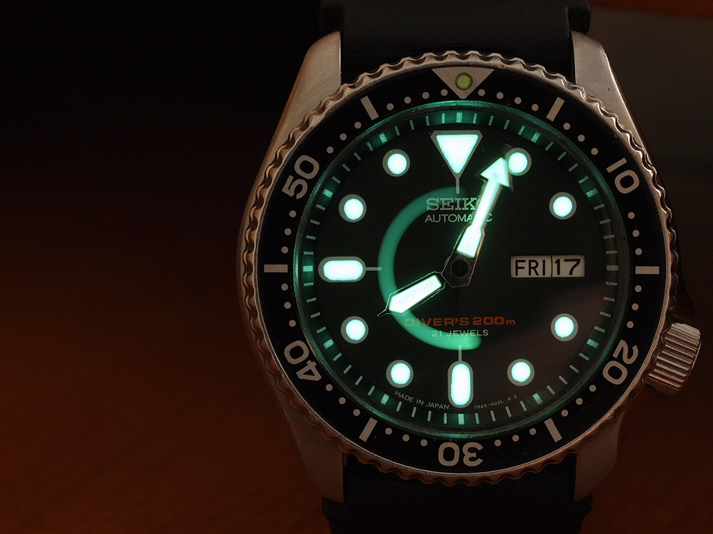How to Choose a Good Dive Watch - Simple layout with great lume seiko skx007