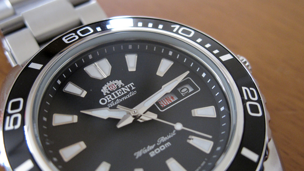 How to Choose a Good Dive Watch - Unidirectional Bezel on an Orient Mako II